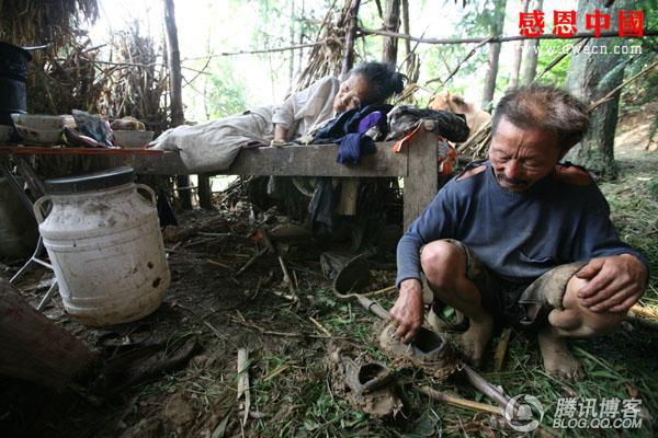 Башмаки, которым уже больше десяти лет, совсем износились. Фото: Чжан Жэньцзе