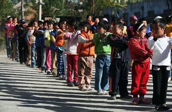 Китайские дети страдают от чрезмерной опеки своих родителей. Фото: Andrew Wong/Getty Images