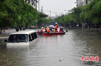 Наводнение в Гуанси-Чжуанском автономном районе. 1 июня 2010 год. Фото: chinanews.com