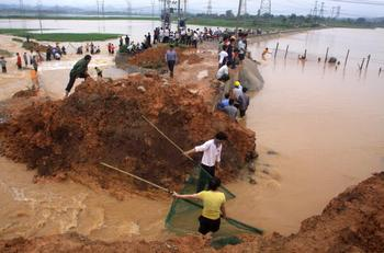 Наводнение в Гуанси-Чжуанском автономном районе. Июнь 2010 год. Фото: STR/AFP/Getty Images