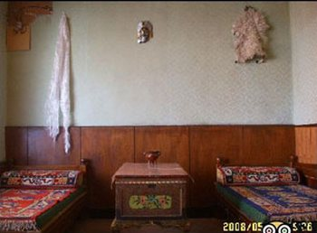 Номер гостиницы домашнего типа в Лхасе. Фото: FRA