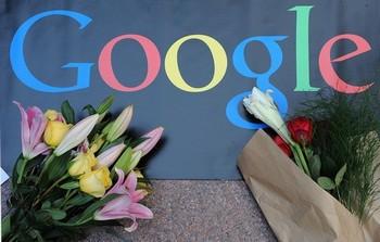 После неудачной попытки бросить вызов цензуре компартии Китая, победили экономические выгоды и компания Google снова занимается самоцензурой в Китае. Фото: MIKE CLARKE/AFP/Getty Images