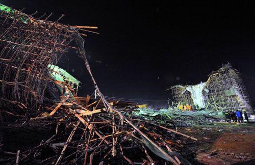 В городе Куньмин провинции Юньнань обрушился строящийся мост. 3 января 2010 год. Фото с epochtimes.com