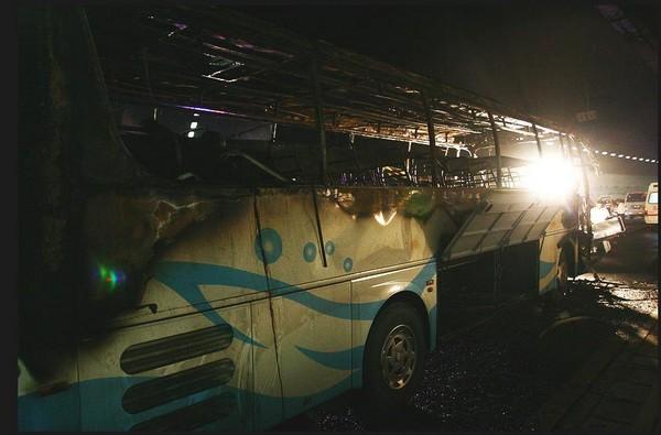 Сгоревший автобус. Фото с aboluowang.com