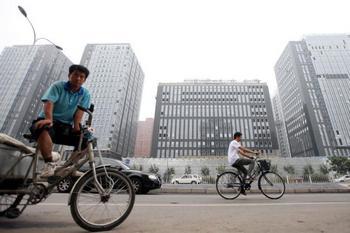 Китай. По данным бюро статистики КНР на конец июня этого года, по всей стране остаются непроданными 191,82 млн. квадратных метров площади новостроек, что на 6,4% больше, чем в аналогичный период прошлого года.