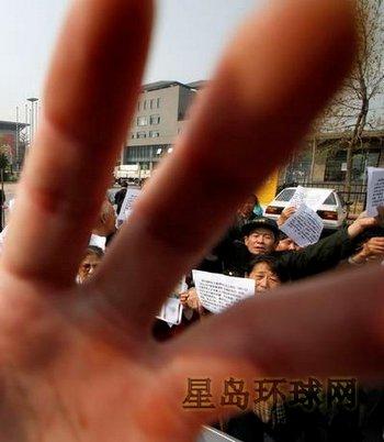 Любое выражение народного недовольства китайское правительство воспринимает как угрозу своей власти. Фото с epochtimes.com