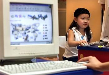 В Китае несовершеннолетние составляют третью часть интернет-пользователей в Китае. Фото: STEPHEN SHAVER/AFP/Getty Images