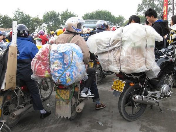 «Армия мигрантов-мотоциклистов» едет домой отмечать Новый год. Фото с epochtimes.com