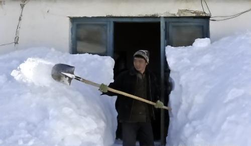 На Синьцзян-Уйгурский автономный район обрушились сильные снегопады. 8 января 2010 год. Фото с epochtimes.com