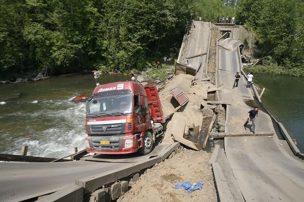 В провинции Цзилинь рухнул мост. 8 июня 2010 год. Фото с news.enorth.com.cn