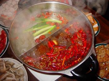 Из-за обилия искусственных ароматических и вкусовых добавок китайский самовар (хого) в Китае называют «химическим хого». Фото с epochtimes.com