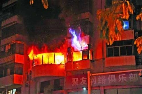 Пожар в жилом доме. Город Чучжоу провинции Чжецзян. 13 декабря 2010 год. Фото с epochtimes.com