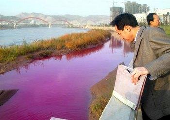 Китай. Экологическая организация Гринпис сообщает, что 72-часовые усилия китайских властей по предотвращению загрязнения реки Хуанхэ вылившимся дизельным топливом потерпели неудачу. Вода в притоке Жёлтой реки, которую используют для питья 200 млн человек, достигла загрязнения самой высокой пятой степени.