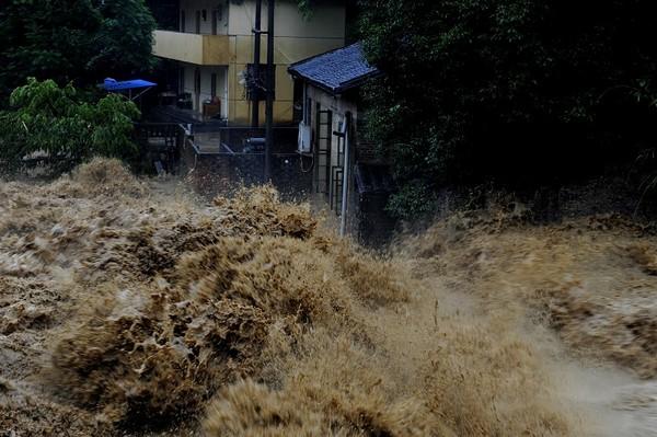 На юге Китая не прекращаются наводнения. Фото: AFP