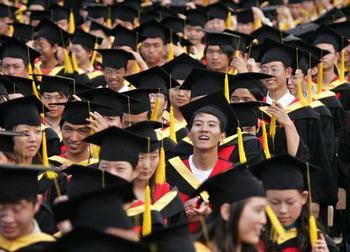 Дипломные работы на заказ в Китае стоят в среднем 90 долларов СЩА. Фото: China Photos/Getty Images