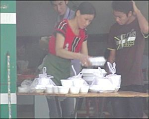 Из использованного промышленного пластика получаются красивые белые пищевые контейнеры. Провинция Гуандун. Фото с aboluowang.com