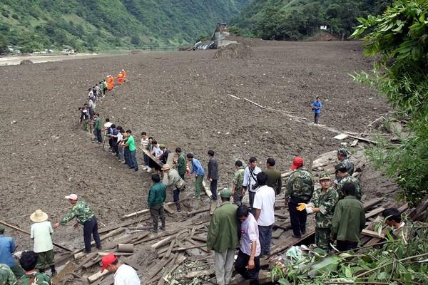 На месте этого пустыря ещё день назад была деревня. После оползня в провинции Юньнань. Август 2010 года. Фото с epochtimes.com