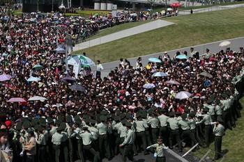 Давка на выставке ЭКСПО-2010 в Шанхае, в результате которой пострадали около 100 человек. 30 мая 2010 год. Фото с epochtimes.com