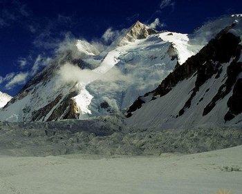 Каждый год сотни тибетцев убегают от коммунистического режима, совершая рискованный поход через горы. Фото с skyscrapercity.com