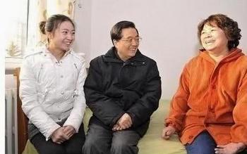 После запечатлённого на фото проявления «беспокойства о жизни народа» китайского лидера прозвали Ху Чичи – Ху Лжец. Фото с epochtimes.com
