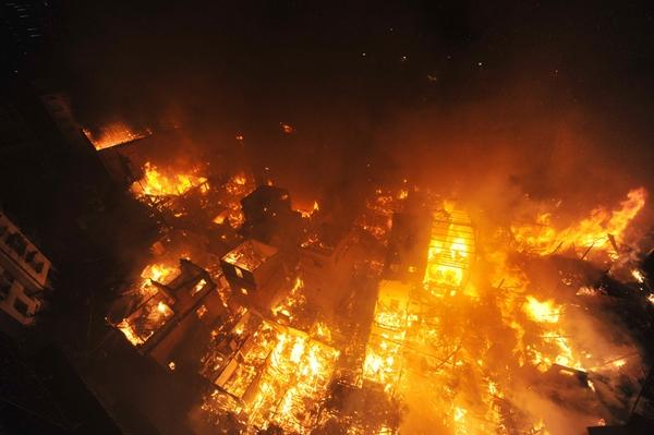 Пожар в провинции Фуцзянь погубил 13 домов. 21 ноября 2010 год. Фото с epochtimes.com