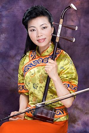 Исполнительница на эрху Мэй Сюань. Фото с сайта ShenYunPerformingArts.org