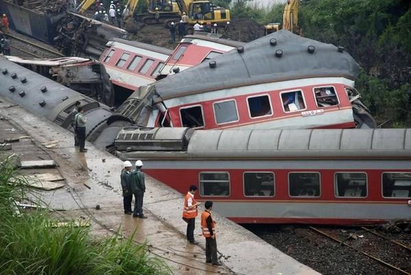 В Китае возросло число жертв железнодорожной катастрофы. Фоторепортаж. Фото: ChinaFotoPress/Getty Images