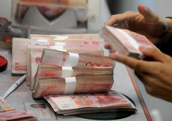 Китайские коррупционеры перевели за границу более 100 млрд. долларов США. Фото: MARK RALSTON/AFP/Getty Images