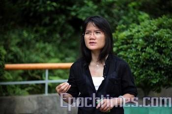 Ху Лиюнь, представитель Международной федерации журналистов в Гонконге выразила резкую критику властей КНР за цензуру информации. Фото: The Epoch Times