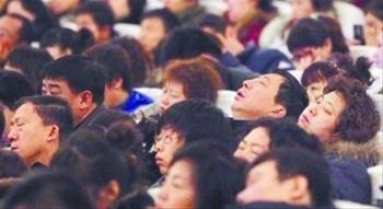Госслужащие спят на собрании по противопожарной безопасности. Город Шеньян. Ноябрь 2010 год. Фото с epochtimes.com