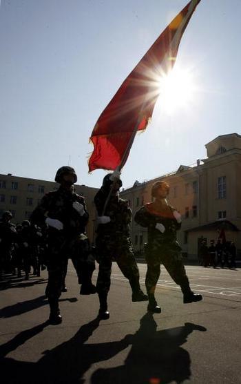 Китайским военным запрещено вести блоги и участвовать в Интернет-форумах. Фото: Dima Korotayev/Epsilon/Getty Images