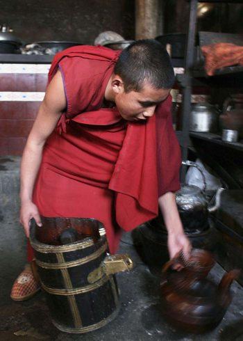 Партийные идеологи в Китае воспитывают «патриотических» монахов. Фото: Getty Images