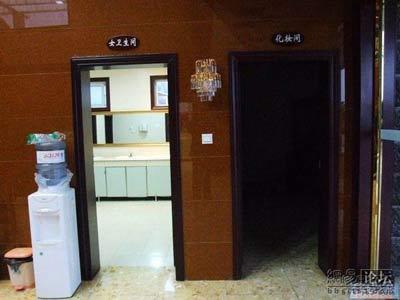 Пятизвёздочные туалеты в Китае строятся для показа иностранцам «успехов» экономического развития страны. Фото с epochtimes.com