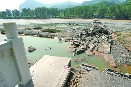 В провинции Хэнань рухнул мост. Фото с epochtimes.com