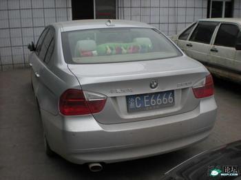 Автомобильный номерной знак города Шанхая стоит уже 5,7 тысяч долларов США. Фото с epochtimes.com