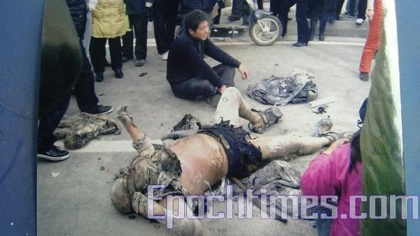 Китаец совершил самосожжение, протестуя против насильственного выселения. Провинция Цзянсу. 26 января 2010 год. Фото: The Epoch Times