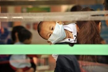 В Китае эпидемия болезни HFMD в этом году началась раньше обычного и охватила большее число людей. Фото: PETER PARKS/AFP/Getty Images