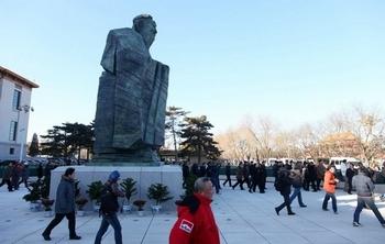 Статуя Конфуция на площади Тяньаньмэнь. Фото: STR/AFP/Getty Images