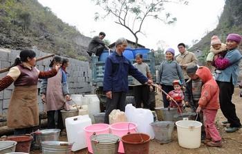 Более 4 млн человек в юго-западных районах Китая всё ещё испытывают острую нехватку воды из-за сильной засухи. Фото с epochtimes.com