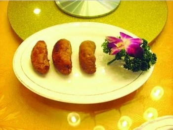 Фирменное блюдо Чжоу Чаншуня «иглобрюх в масле». Фото с epochtimes.com