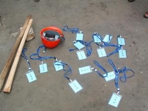 Сотрудники, которые  насильственно сносили дома, оставили свои документы  и инструменты. Фото с epochtimes.com