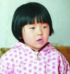 Дун Луян в возрасте 2,5 лет выучила наизусть 300 цифр числа «пи». Фото с cblog.chinadaily.com.cn