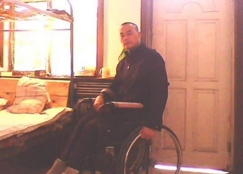Правозащитник из Синьцзяна (фото предоставлено Ху Цзюнем)
