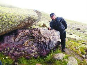 Крупный метеорит найден в городе Алтай, Синьцзян, КНР. Фото: tech.sina.com.cn