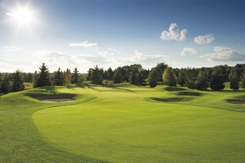 Поля для гольфа в Китае истощают и без того скудные ресурсы воды. Фото: epochtimes.com