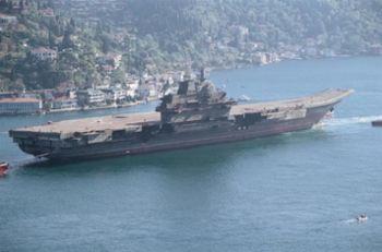 Авианосец «Варяг»   перед отправлением. Советский авианосец  теперь в распоряжении коммунистической партии Китая.  (ВМС США - Википедия)
