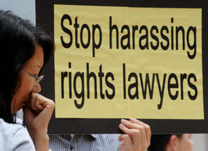 Манифестация в защиту адвокатов, защитников прав человека. Фото: MIKE CLARKE/AFP/Getty Images