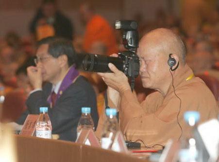 Современные китайские монахи. Фото с society.news.mop.com