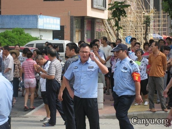 Протест крестьян против коррупции местных чиновников. Провинция Гуандун. Август 2011 год. Фото с epochtimes.com