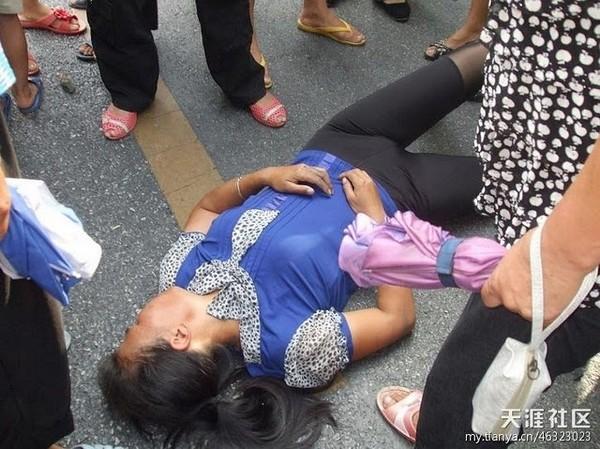 Многотысячный протест против экологического загрязнения закончился избиением людей полицейскими. Провинция Цзянси. Август 2011 год. Фото с epochtimes.com